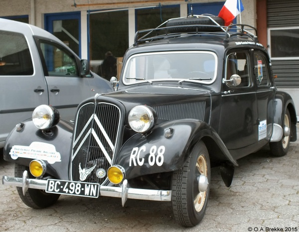 France normal series antique vehicle BC-498-WN.jpg (131 kB)