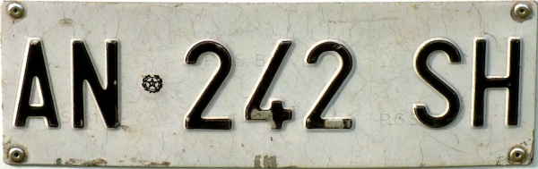 Italy normal series former style front plate close-up AN 242 SH.jpg (56 kB)