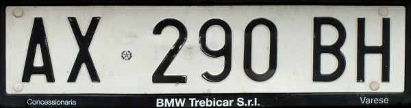 Italy normal series former style rear plate close-up AX 290 BH.jpg (42 kB)