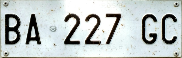 Italy normal series former style front plate close-up BA 227 GC.jpg (55 kB)