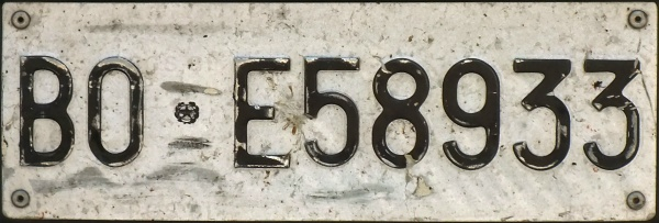 Italy former normal series front plate close-up BO E58933.jpg (72 kB)