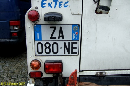 Italy normal series two line rear plate ZA 080 NE.jpg (59 kB)