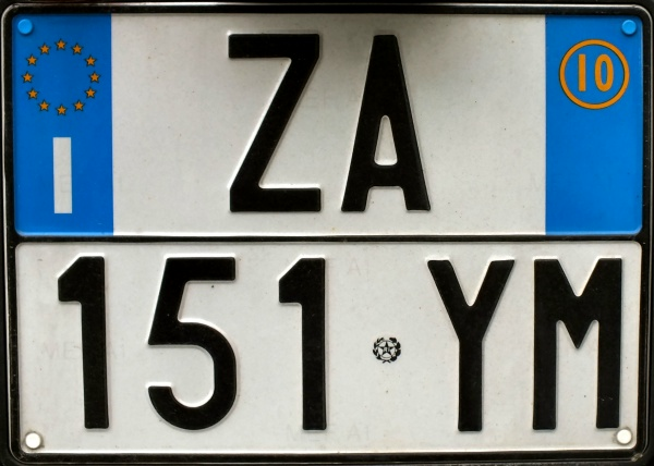 Italy normal series rear plate close-up ZA 151 YM.jpg (87 kB)