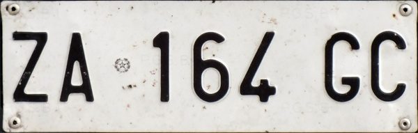 Italy normal series former style front plate close-up ZA 164 GC.jpg (43 kB)
