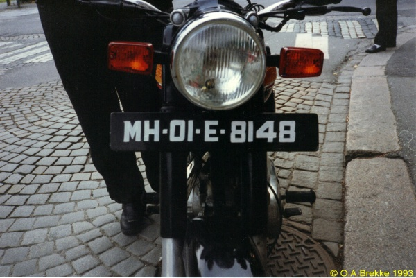 India normal series former style MH-01-E-8148.jpg (28 kB)