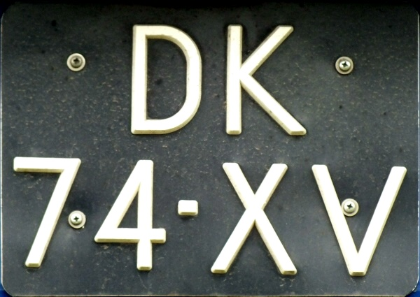 Netherlands former normal series close-up DK-74-XV.jpg (95 kB)